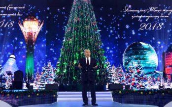 Нұрсұлтан Назарбаев Астанадағы жаңажылдық қайырымдылық балына қатысты