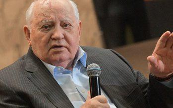 Горбачев: «Путин алқаш, жүрген бір әумесер»…