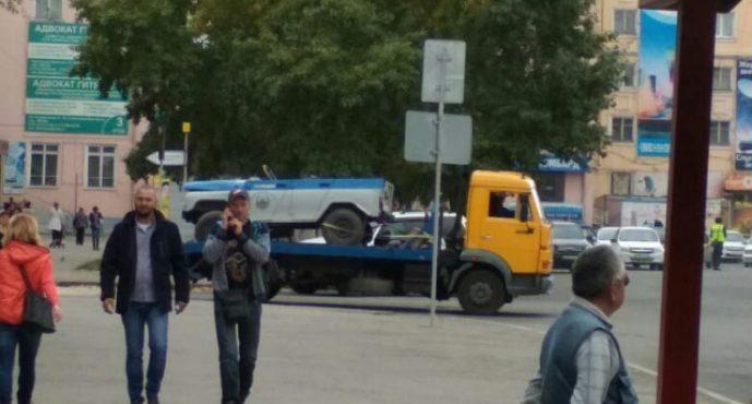 Өскемендегі төбесі жоқ полиция машинасы желіде қызу талқыға түсті