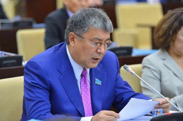 Сенат депутаты ұлттық қорға ауыз салған шенеуніктерді сынға алды