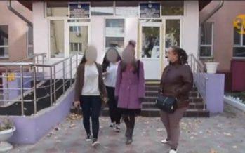 Астанада тәрбиешілер студент қыздарды іш-кимдерін шешуге мәжбүрледі